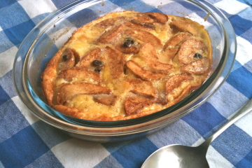 Oven_baked_pancake_with_apple_and_raisin