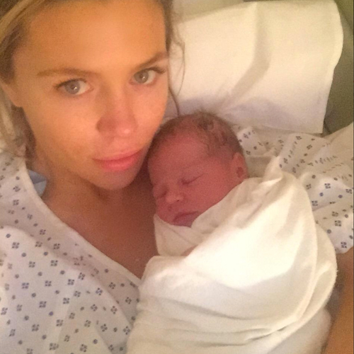 1433247932_abbey-clancy-gives-birth-1