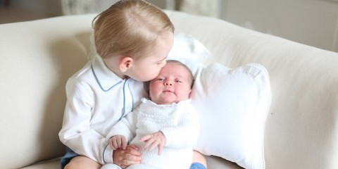 29679E3500000578-3113786-Brotherly_love_Prince_George_tenderly_places_a_kiss_on_the_head_-a-5_1433629316686
