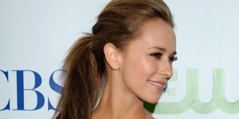 Jennifer Love Hewitt Smiling Side Face Photoshoot