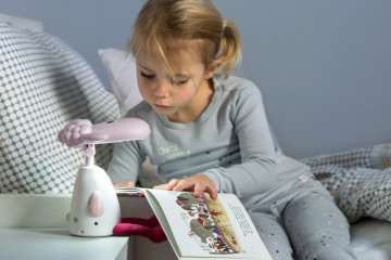 Zazu_Fin_the_Sheep_pink_girl_reading